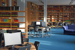 Blick in die Oberstufenbibliothek